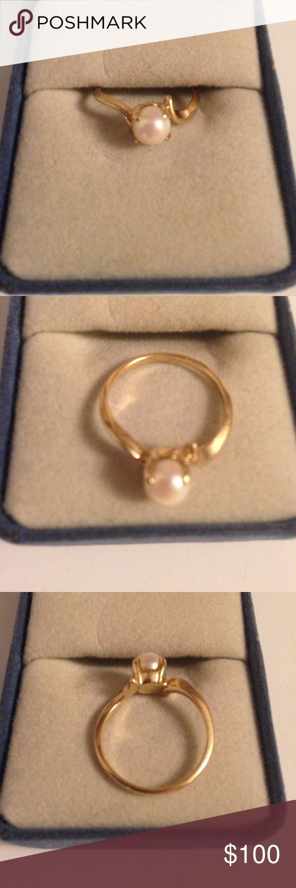 10k gold pearl ring PRICE negotiable 10k gold ring with pearl on top! Not sure of size! Maybe a 6/7 ! Beautiful to add to any jewelry collection! Has the 10k stamp inside the band! Thanks I'm a smoker Jewelry Rings