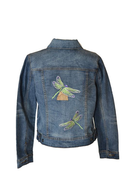 This perching dragonfly has been embroidered to enhance the back of this denim jean jacket by Relativity. Another dragonfly coming to meet him is flying up from the bottom right of the jacket center. #jacket #denim #dragonfly #embroidery #women #mountainmajik