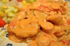 Ahh weekend! Simremad på komfuret? Hvad med en paprikagryde med mørbrad, bacon, pølser, peberfrugt og fløde? Familiefavorit og mad nok til to dage. Go for it! :-)