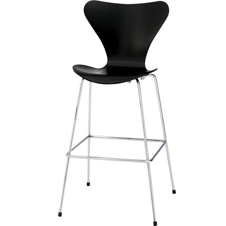 Sjuan barstol hög, täcklack, svart från Fritz Hansen – Köp online på Rum21.se