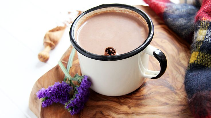 Delicious, health VEGAN hot chocolate. Made with Organic Cacao Powder, Almond Milk, Maple Syrup & Cinnamon. Perfect start to winter!  #vegan #chocolate #healthy #yummy #winter #scalf #cacao