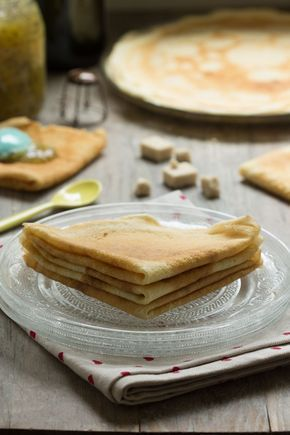 Crêpes vegan sans oeufs sans lait sans gluten 250 g de farine 80 g de fécule 500 ml de lait végétal (riz, avoine ou soja) 240 ml d'eau froide 2 c. à soupe d'huile végétale neutre (tournesol, pépins de raisin) 1 pincée de sel - See more at: http://auvertaveclili.fr/crepes-sans-oeuf-ni-lait/#sthash.fuyqn9NU.dpuf