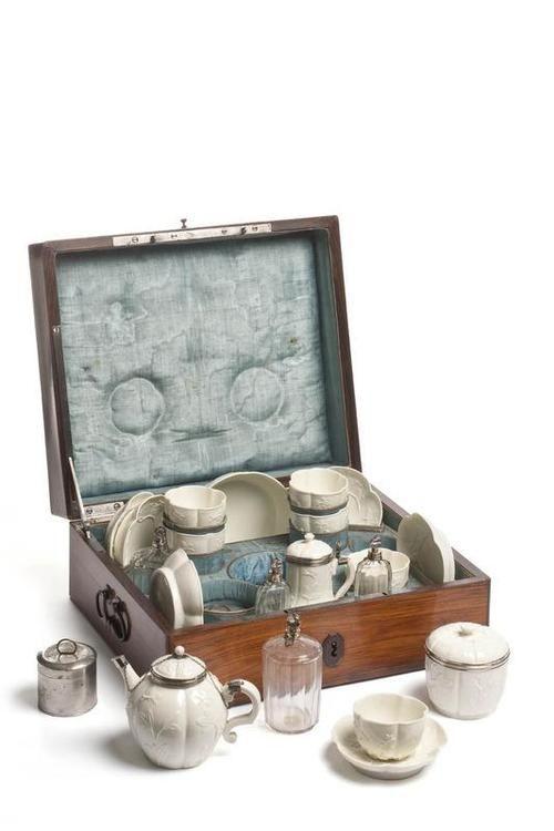 Nécessaire à voyage - manufacture de Saint Cloud - 1740-50 - @~ Watsonette