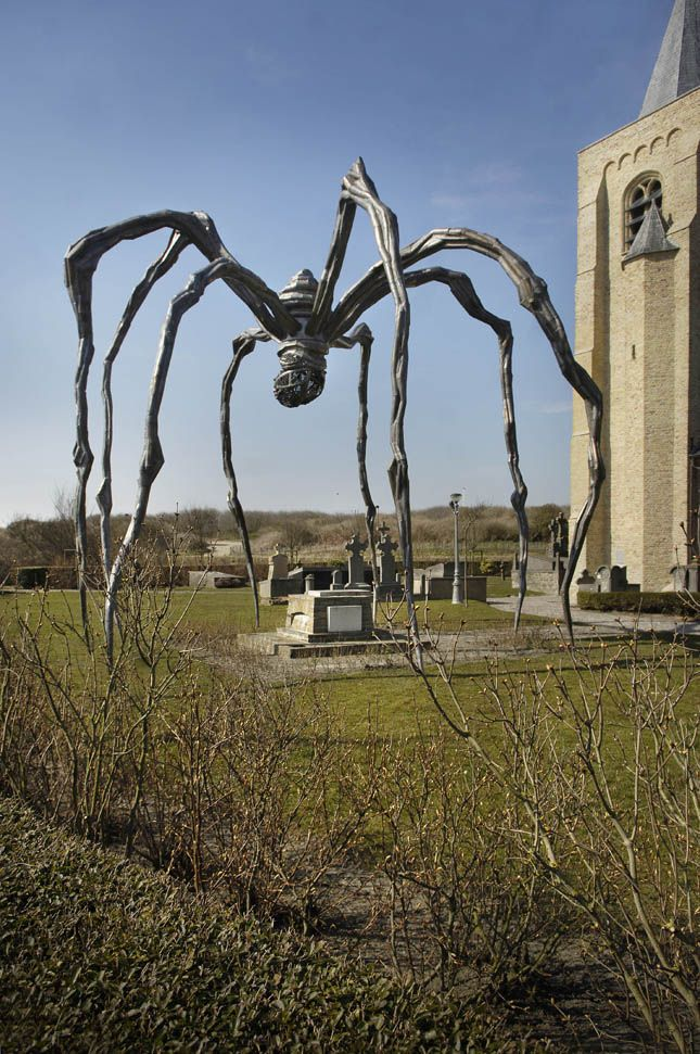 """Maman"" - Louise Bourgeois - Beaufort 2002 (Oostende, Belgium) Protecting the grave of James Ensor."