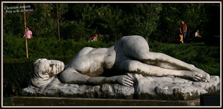 3 statues spread through Bucharest that tell a sad romantic tale based on romanian folklore... http://prinochideturist.wordpress.com/2013/09/18/povesti-din-bucuresti-grota-fermecata-stories-of-bucharest-the-magic-cave/