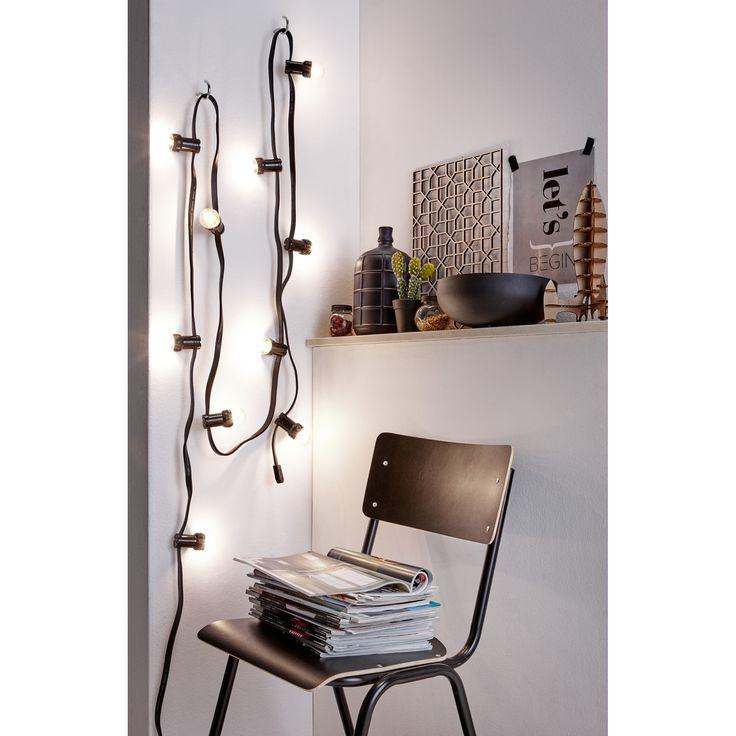 Een lichtsnoer staat ook erg mooi aan de muur! https://www.kwantum.nl/verlichting/hanglampen #kwantum #verlichting #woonkamer #interior