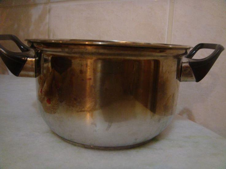 Esfregue uma lixa d'água bem fina, levemente molhada, em movimentos de vai-e-vem (evite movimentos circulares), até remover todas as marcas de queimado na parte interna e externa da