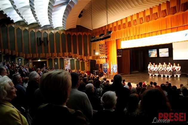 Vineri seara, Casa de Cultură a Sindicatelor a găzduit un spectacol devenit o frumoasă tradiţie a cetătii Tomis, aceea a sărbătoririi Zilei Nationale a Republicii Elene cu fast, bucurie si mândrie