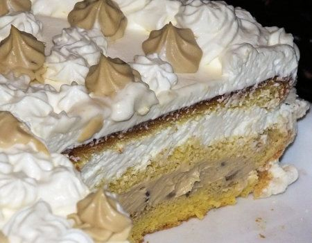 Tort śmietankowy z masą cappuccino