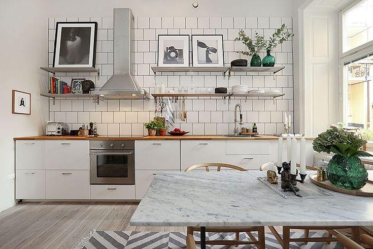 Jag blev riktigt inspirerad av hängningen av fotokonsten i den här lägenheten på Bastugatan som ligger ute till försäljning just nu. Så snyggt och