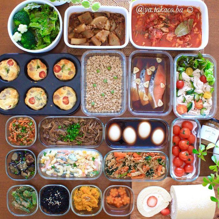常備菜post 今週の #家事貯金 ♪ ・ -*-*-*-*-*-*-*-*-*-* ・ 《上段左から》 ・ 1、茹でブロッコリーと洗いレタス 2、麻婆大根(トロミは食べる時につけます) 3、チキンときのこのトマト煮込み 4、マフィン型で皮なしミニキッシュ 5、鶏そぼろ 6、鮭のにんにく醤油漬け 7、鶏ささみのバンバンジー風サラダ ・ 8、(小瓶の中に自家製ゴマだれ) 9、切り干し大根のハリハリ胡麻酢和え 10、三種きのこのピリ辛なめ茸 11、味玉 12、ミニトマト(50度洗い) 13、ナス南蛮炒め 14、マカロニサラダ 15、切り干し大根と小松菜の胡麻和え 16、オクラの胡麻和え 17、しそひじきのふりかけ 18、カボチャ胡桃のメープルチーズ 19、花にんじんのさっと煮 20、(ちびとパパのオヤツ)苺ロールケーキ ・ -*-*-*-*-*-*-*-*-*-* ・ おっぱいの合間に家事貯金。 白眼を剥いておっぱいを飲む顔すら 可愛いと思ってしまう我が子マジックに 絶賛ハマり中。 (側から見たらただの恐い顔) ・ ・ 近頃はウワサの赤ちゃん返りか 3歳の息子が今まで...