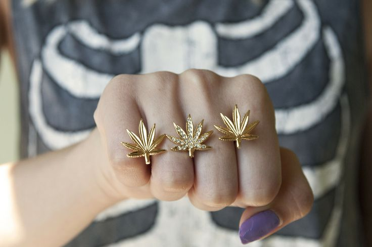 High Society Weed Ring / Glittered Bones
