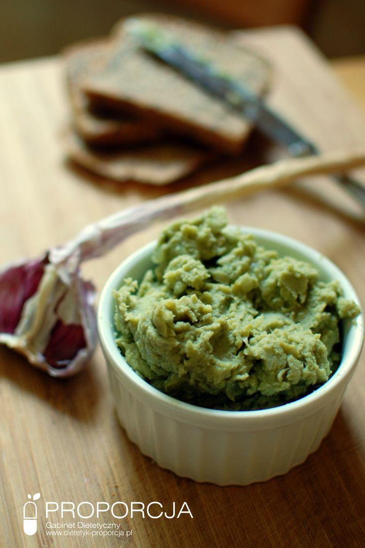 Pasta z bobu z trawą cytrynową  http://www.dietetyk-proporcja.pl/blog/kategorie/przepisy/122-pasta-z-bobu-z-trawa-cytrynowa