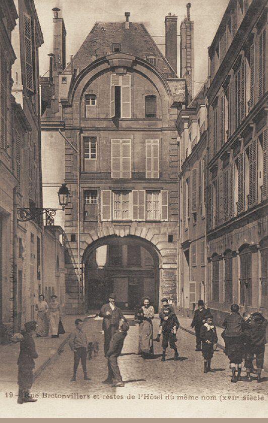 La rue de Bretonvilliers et les restes de l'Hôtel de Bretonvilliers - Paris 4ème