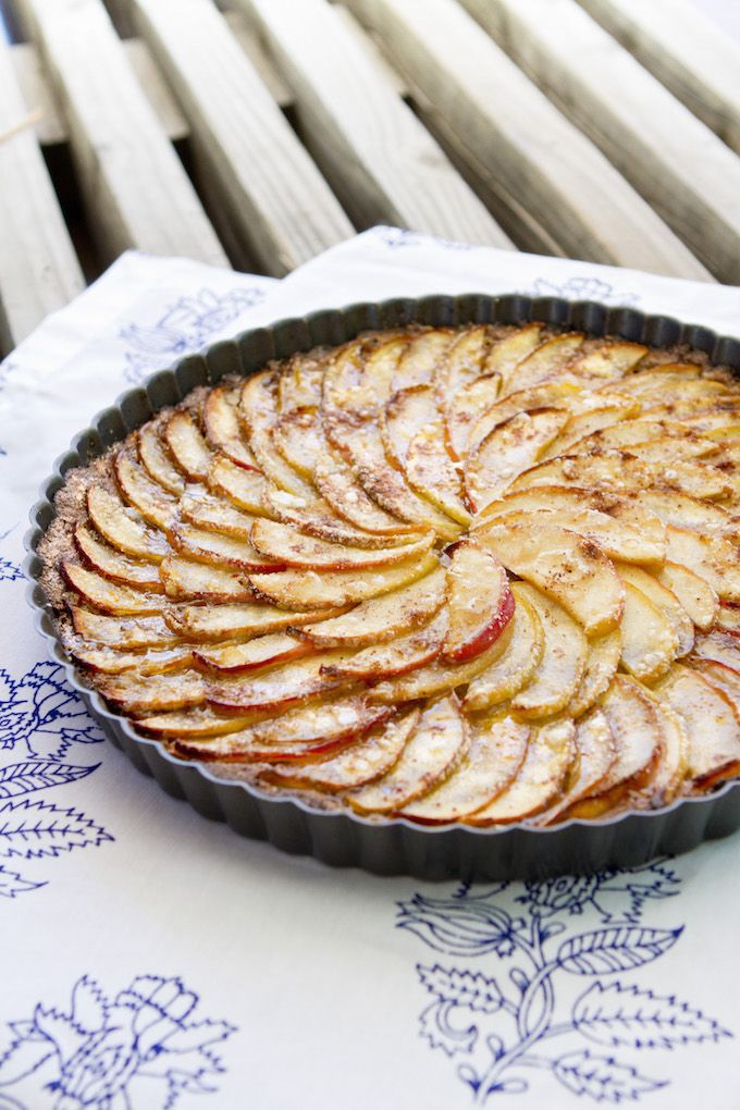 This vegan and gluten-free apple pie has a crisp taste that will feed your body & satisfy your sweet craving! Just 10 ingredients and under an hour to make.