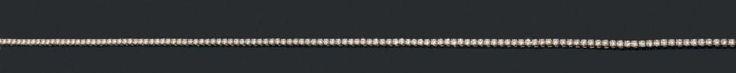CARTIER COLLIER «rivière» en or jaune (750 millièmes) serti d'un alignement de 148 diamants taille brillant. Travail français.  Signé CARTIER et numéroté. Dans son étui de voyage CARTIER. Estim. 15 000 / 18 000€