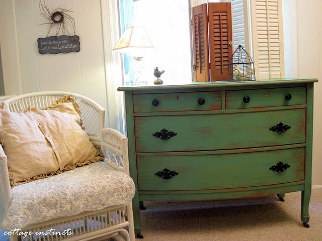 Love the distressed dresser: Paintings Techniques, Paintings Furniture, Old Furniture, Old Dressers, Distressed Furniture, Haphazard Fashion, Cottages Instinct, Diy Projects, Distressed Dressers