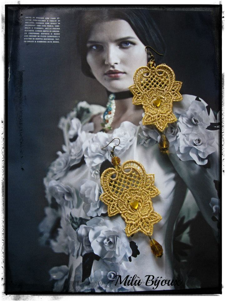Lace gold earrings with crystals
