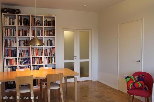 Finnish living room with Alvar Aalto's table & chairs / Alvar Aallon pöytäryhmä