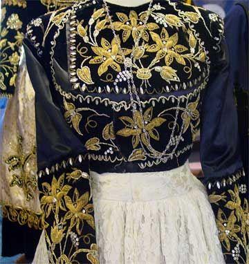 Un costume breton c'est plus qu'un vêtement, c'est une sorte de carte d'identité grandeur nature.