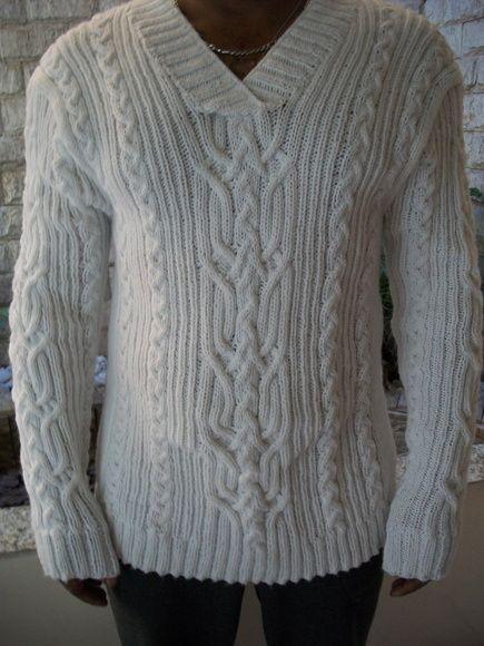 Deixe seu gato, ainda mais lindo com essa blusa de lã, confeccionada em trico a mão,com fio de alta qualidade, que é super macio e quentinho. Um visual bem moderno! Pode ser confeccionado em outra cor e tamanho. Esta é manequim 44.    Prazo para confecção é de 25 dias, RESPEITANDO AGENDA DE ENCOMENDAS!!!!!. R$ 250,00