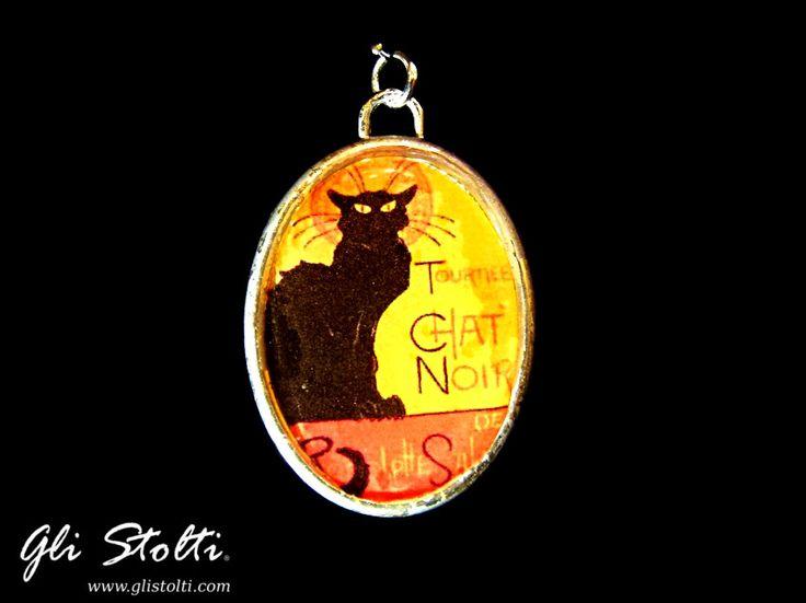 """Ciondolo artigianale in metallo e resina da inclusione """"Le Chat Noir"""". Vai al link per tutte le info: http://glistolti.shopmania.biz/compra/ciondolo-le-chat-noir-80 Gli Stolti Original Design. Handmade in Italy. #glistolti #moda #artigianato #madeinitaly #design #stile #roma #rome #shopping #fashion #handmade #style #bijoux #arte #art #gatti #cats"""