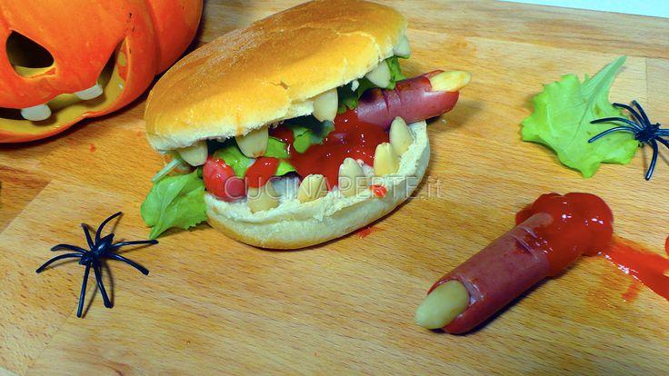 I Panini Assassini con Dita Mozzate sono una ricetta da preparare in occasione di un party a tema Halloween per divertire (e spaventare) i vostri ospiti.