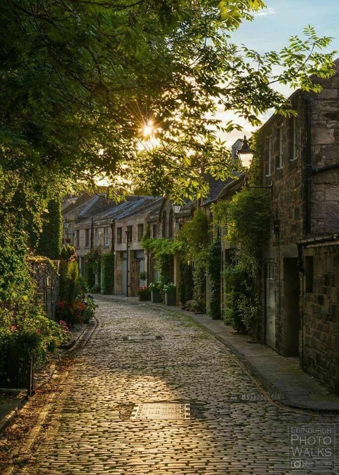 Circus Lane, Edinburgh, Scotland / #MIZUworld