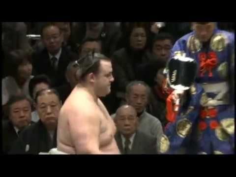 SUMO   WRESTLERS    ACCIDENTALLY    KILL