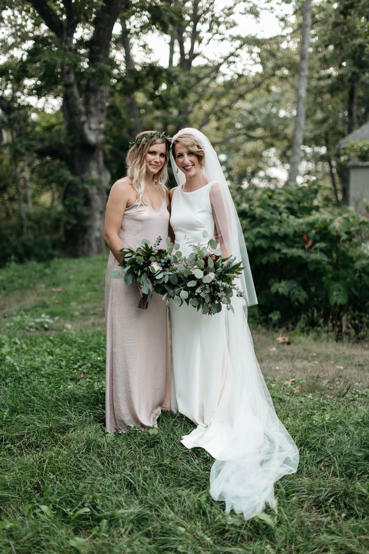 Matron of honor! Jess Jolin photography!  Flowers by: flowers by leslie!!