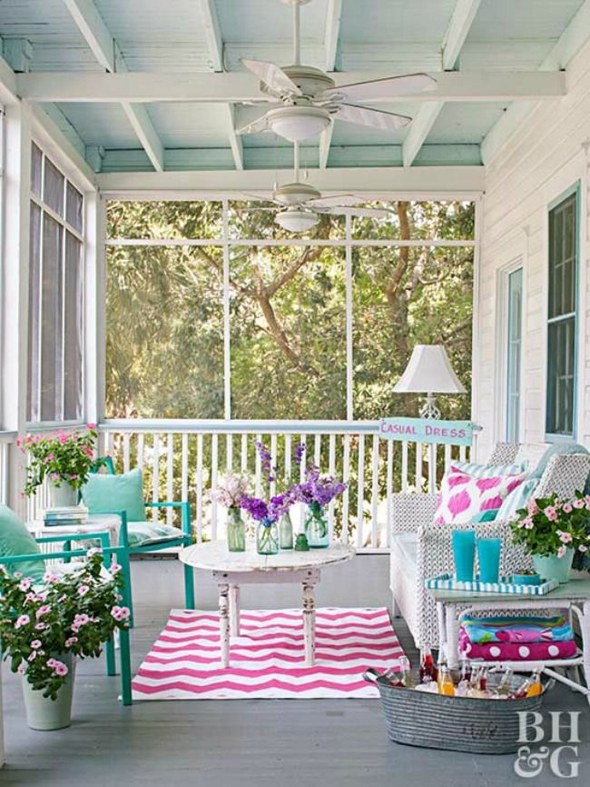 Check out these 20 Summer Front Porches that will have you wishing yours looked like these! See more on http://ablissfulnest.com/ #frontporch #summerdecor