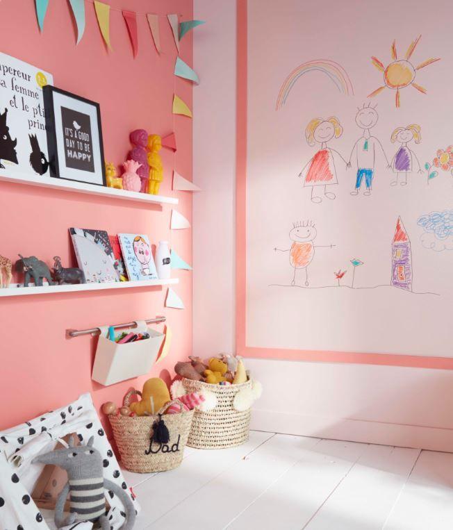 Creez Un Tableau Effacable Dans La Chambre Des Enfants Avec Ce Vernis Specialement Concu Pour Transformer Vos M Idee Deco Peinture Deco Rose Mobilier De Salon