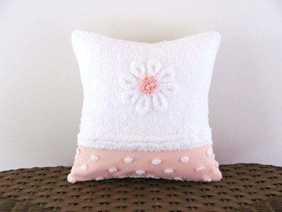 ♡ Peachy pink pillow cover WHITE DAISY by moreChenilleChateau