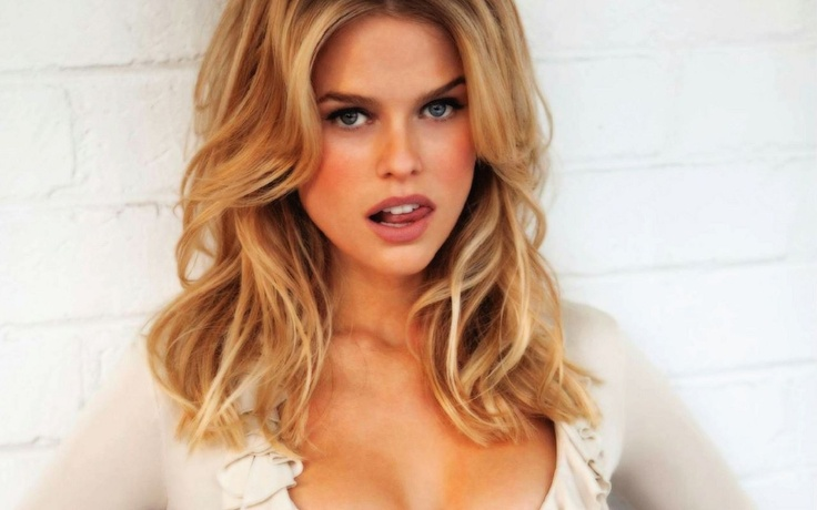 Alice Eve...thinking of going blonde.
