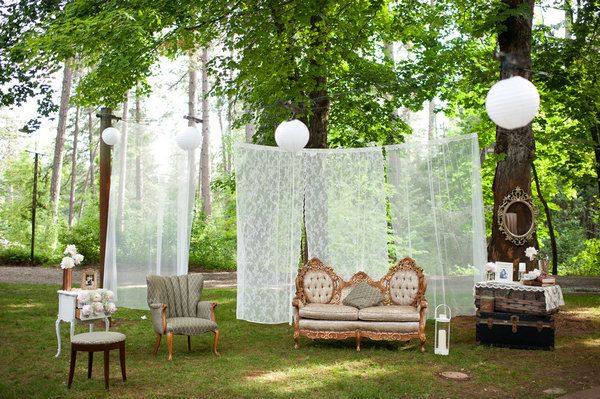 Bringing the indoors outside. I'd love to add more books to this and change the lighting to something smaller and more like fireflies. And, of course, the curtains would be lace. Love this!