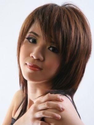 medium layered hairstyle