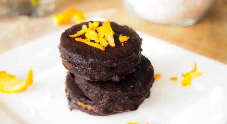 Is een snicker één van je quilty pleasures en droom je van net zo'n lekkere gezonde variant? Maak dan deze gezonde snicker koekjes met sinaasappel twist!