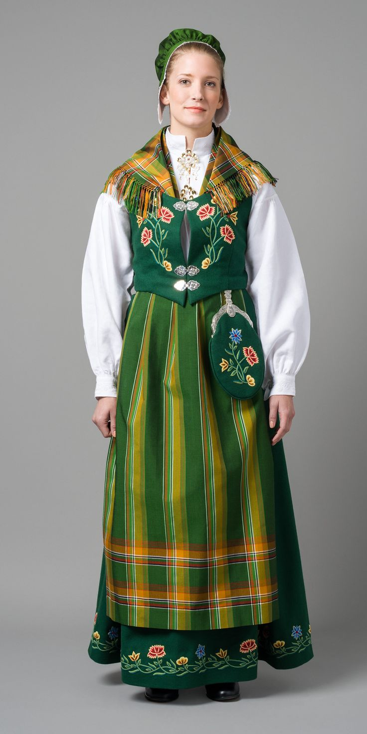 Norwegian bunad from region of Nordland | Nordlandsbunad, jeg er fra Mosjøen