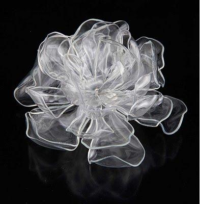 Arte di creare fiori di plastica e li utilizzano Intorno La Casa - Arte Bored
