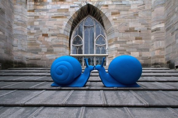 50 Giant blue snails over the roof of the Duomo di Milano, by Cracking Art Group