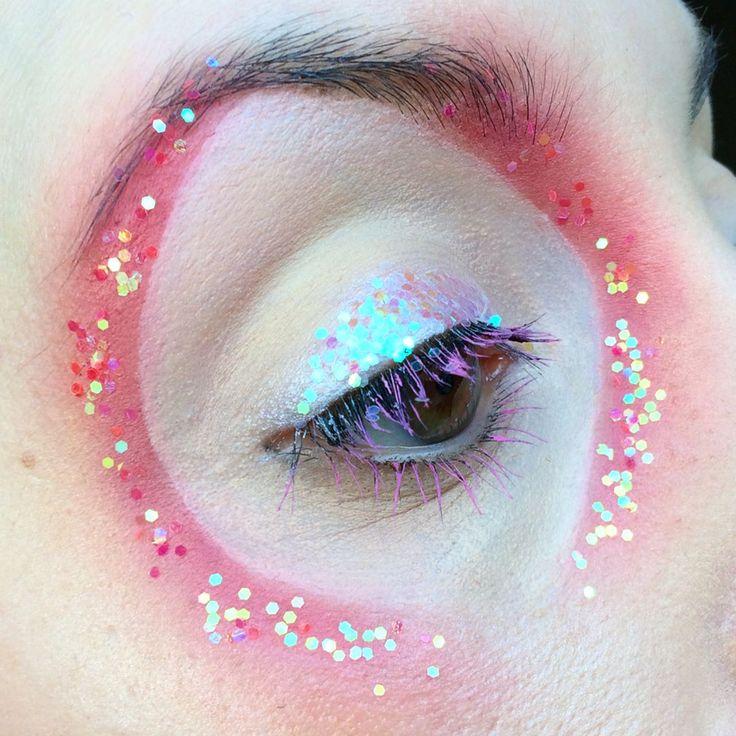 "267 mentions J'aime, 14 commentaires - ⠀⠀⠀⠀⠀⠀⠀⠀⠀⠀⠀Megan Hannah (@_.megalodon._) sur Instagram : ""I couldn't pick a favourite final picture. - - - - #avantgarde #eyebrowsonfleek #makeupoftheday…"""
