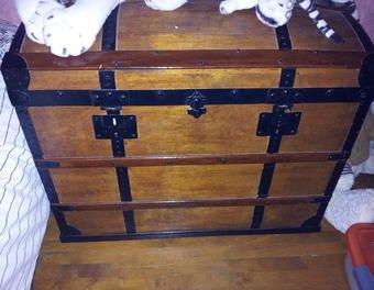1000 id es sur le th me malle en bois sur pinterest malle malle ancienne et meuble telephone. Black Bedroom Furniture Sets. Home Design Ideas