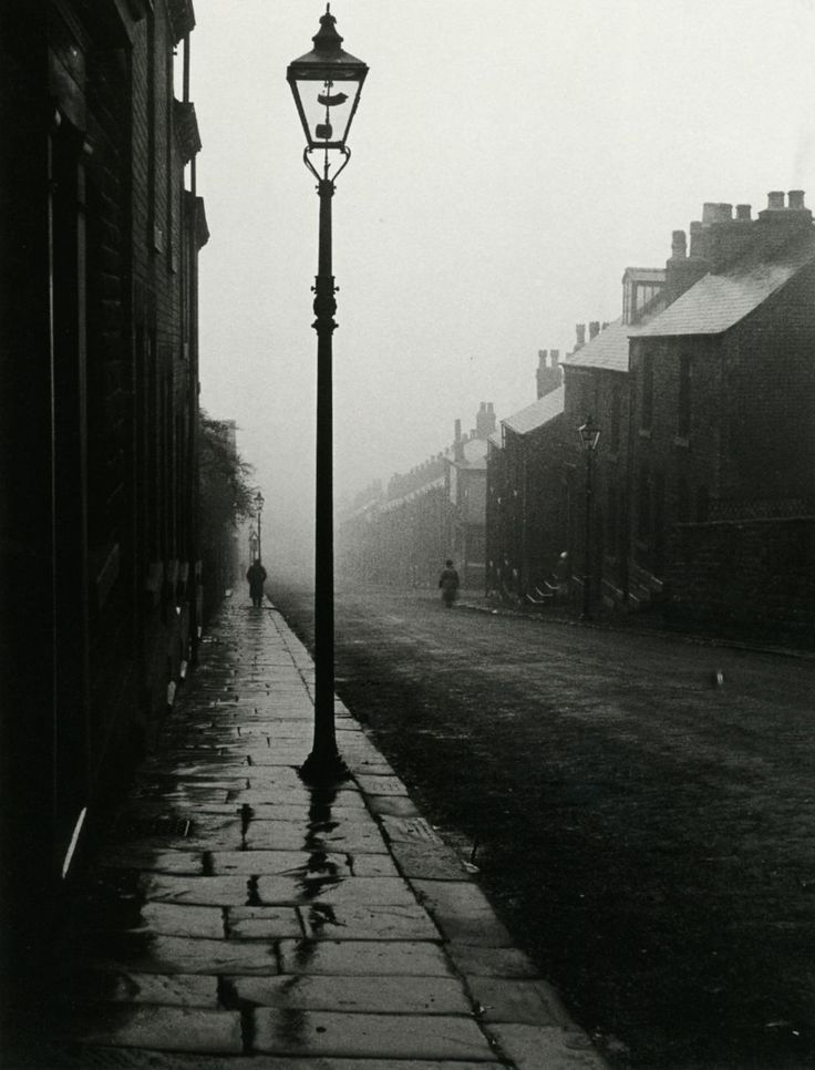 lushlight:    liquidnight:    Bill Brandt  Unidentified location, 1940s  From The Photography of Bill Brandt    Vitor- great minds think alike!