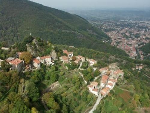 The Black Mountain: Hautpoul's, medieval village of the Montagne Noire - France-Voyage.com