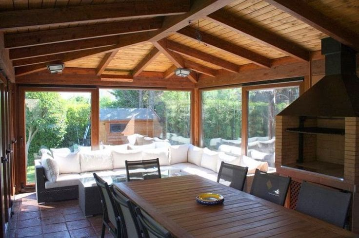 Interior barbacoa con horno y cenador con cerramiento de for Barbacoa patio interior