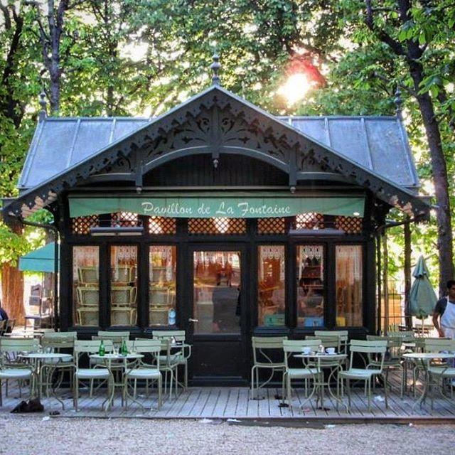 🇫🇷Afternoon strolls through my favourite garden in Paris, Jardin Du Luxembourg 🌲 #saintgermaindespres #visitparis #france #instatravel #instamoments #enjoy #explore #travel #live #love #adventure #beautiful #picturesque #colourful #vibrant #thisisparis #afternoonstroll #spring #throwback #holiday #instaholiday #sopretty #scenic #thatview #springinparis #melbournelifelovetravel #jardinduluxemburg #instaparis #jardin #paris