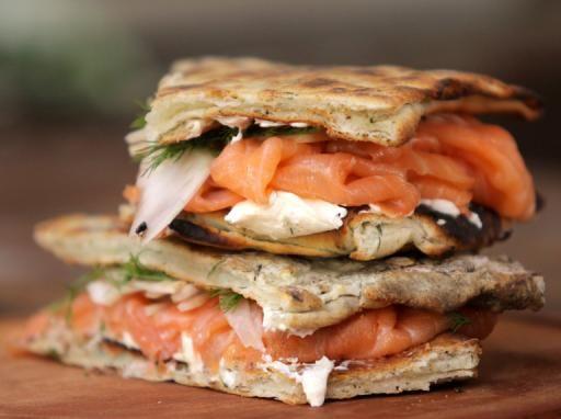 Sándwich de salmón ahumado y eneldo   Narda Lepes