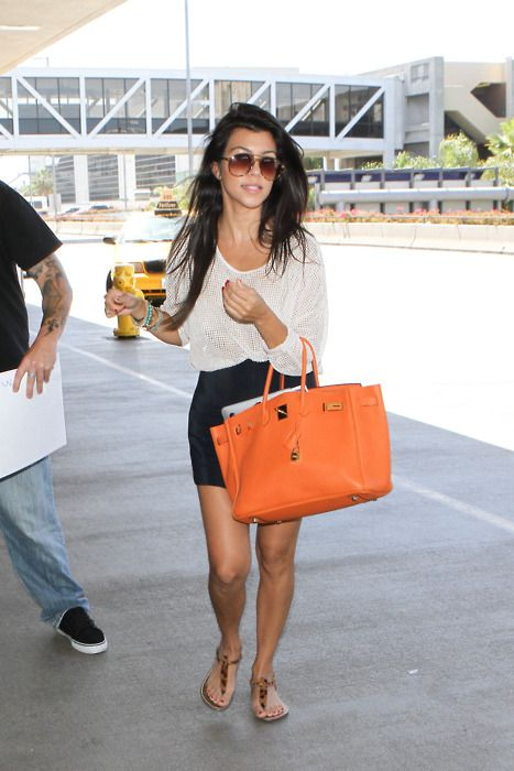 Kourtney Kardashian. Black and white outfit with a nice bright bag ♥