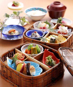 紀尾井 なだ万(キオイ ナダマン) 3800円のごちそうランチ コース料理・写真大 | meal in a bento box