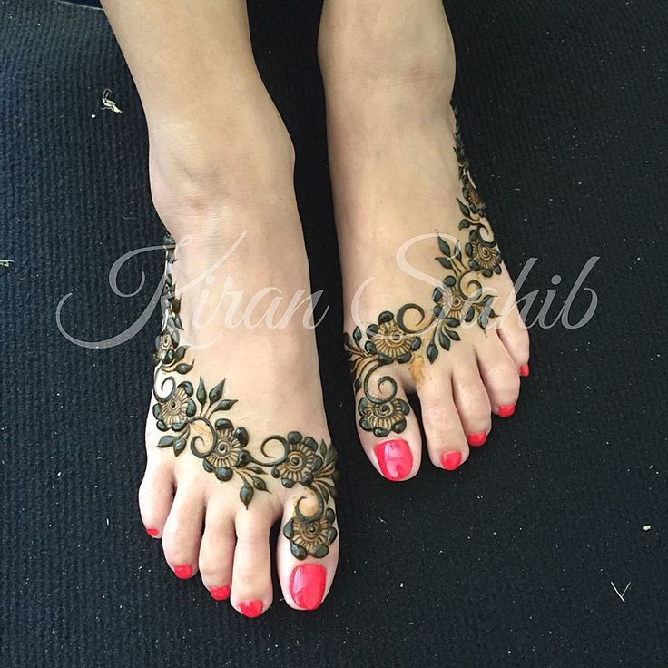 Gulf inspired Bridal feet for Reena... Excuse the slightly grubby carpet, they were in the process of cleaning marquee when I took the picture. #henna #mehndi #heena #henne #mehandi #hennaart #naturalhenna #hennaartist #safehenna #tattoo #tattoos #bodyart #hennatattoo #hennacone #mehndiart #instahenna #hennalove #hennatattoo #hennadesign #hennas #mehendi #hennapaste #hennasecrets #floral #intricate #instaart #indian #indianbride #gulfhenna #gulfmehendi
